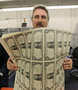 Trycker pengar.