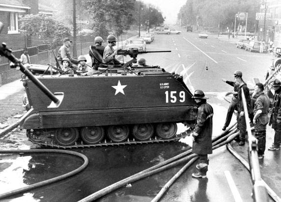 Krigsscener i Detroit.