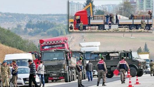 ADANA, 19 JANUARI 2014. Gendarmer stoppar och lyckas genomsöka tre av de sju MIT-lastbilar som smugglade vapen till al-Qaida i Syrien på dåvarande premiärminister Erdoğans order. Foto: Aydinlik