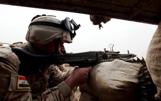 IRAKISK SOLDAT. Stillbild PBS NewsHour