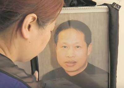 Zang Chaolin, skräddare och familjefar, mördades vid ett rån den 7 augusti. Han fick en spark mot struphuvudet och avled på sjukhus några dagar efter överfallet. Rånarna kom över lite godis, ett paket cigaretter och ett par solglasögon. Stillbild BFMTV