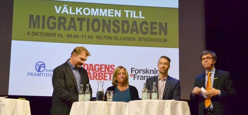 värderingarnas roll i integrationen diskuteras. Från vänster Helle Klein (Dagens Arbete) och Gustaf Arrenius (IFFS), Bi Puranen (WVS), Pontus Strimling (normforskare) och Birgitta Essén (prof. kvinno- och mödrahälsovård). Foto: Nya Tider