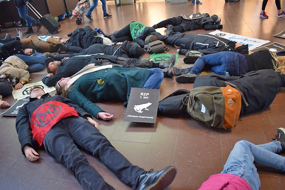 Xtinction Rebellion genomför en aktion i Göteborg. Foto: Nya Tider